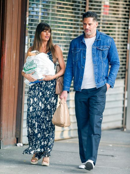 Joe Manganiello Photos Photos - Sofia Vergara and Joe Manganiello are seen . - Sofia Vergara and Joe Manganiello Run Errands in New York