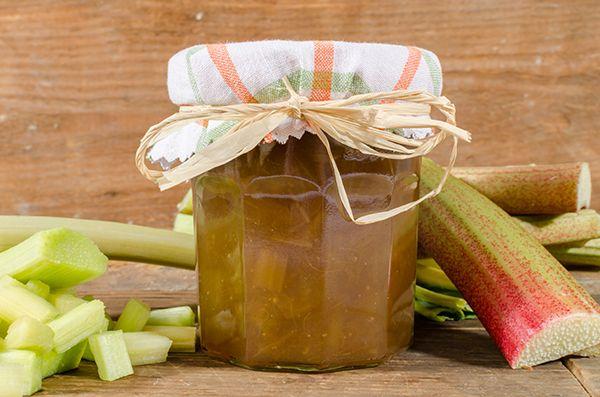 U kunt met rabarber veelverschillende soorten jam maken:De gewone rabarberjam, rabarberjam met aardbeien, rabarberjam met sinaasappel, rabarberjam met appel enz