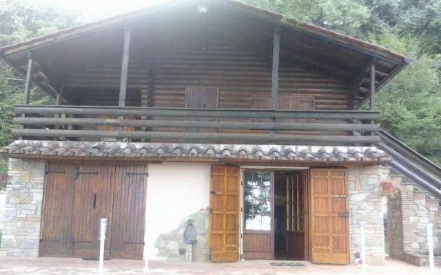 Quanti anni dura una casa in legno? Ecco le foto di una costruzione degli anni '70 Spesso tecnici e clienti chiedono ai produttori di prefabbricati in legno quanto costino le case in legno.... Rubner haus ha la possibilità di rispondere non solo a parole, ma anche con le costruzion #rubner #roma #lazio #legno #casa