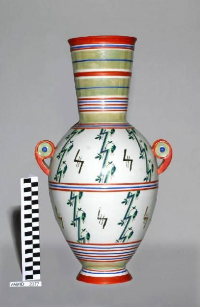 Vaso decorativo, Guido Andlovitz, Ceramica Revelli, 1932, courtesy Museo Internazionale Design Ceramico – Civica Raccolta di Terraglia – Comune di Laveno Mombello _ (s)_Nobiltà sperimentale