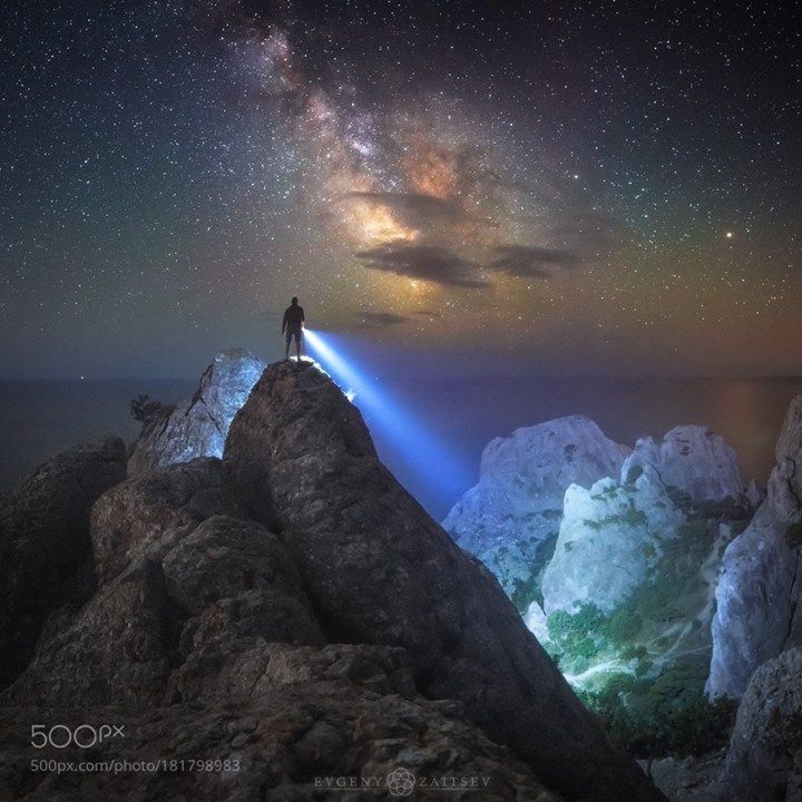 Don't look down  Follow on Instagram: http://ift.tt/2drRvK7 Website: http://ift.tt/1qPHad3 and read how to see the Milky Way. Image credit: http://ift.tt/2fVAhZY  #MilkyWay #Galaxy #Stars #Nightscape #Astrophotography #Astronomy