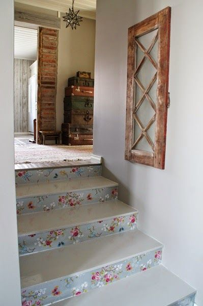 Valkoinen Puutalokoti: Kukkaportaat! / Flower Stairs
