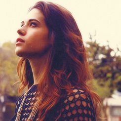 Lyndsy Fonseca #celebrities, #pinsland, https://apps.facebook.com/yangutu