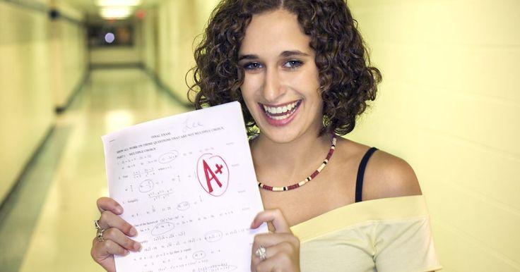 Cómo convertir un promedio de calificaciones (GPA, por sus siglas en inglés) ponderado a no ponderado. Al inscribirse en la universidad, los estudiantes de escuela secundaria deben suministrar información sobre su promedio de calificaciones (GPA, por sus siglas en inglés). Para estudiantes que han tomado clases honoríficas o avanzadas, registrar su GPA en la solicitud de admisión universitaria puede ser difícil, debido a las diferentes formas de ...