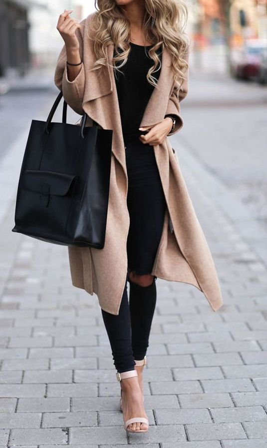 Love this chic and cozy coat? Street style becomes so easy.