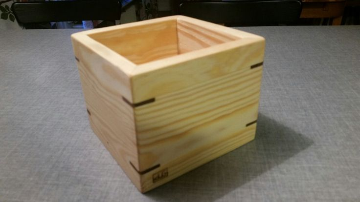 Pine wood box with spline miter joint in mahogany.