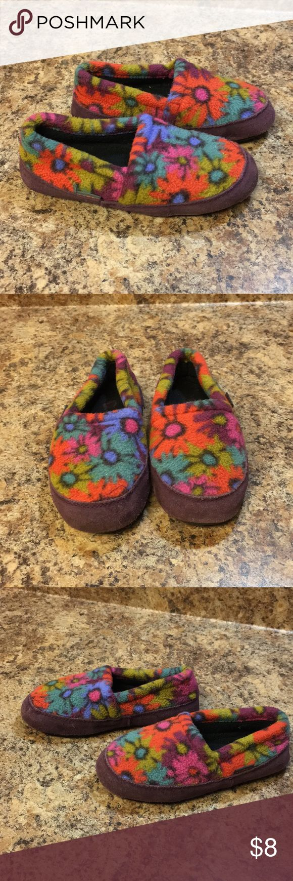 Acorn Slippers Multi colored floral print slippers. Good condition. Size 12.5-13.5 Acorn Shoes Slippers