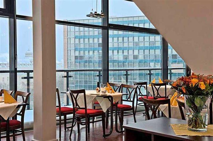 Dankzij de perfecte toeristische locatie is hotel Come Inn Berlin Kurfürstendamm veel meer dan een gewoon stadshotel. Het hotel is gelegen direct aan de Kurfürstendamm, een geweldige ligging voor het verkennen van de stad Berlijn. Op loopafstand van het hotel vindt u veel restaurants, bars en winkels. Ook bevindt zich op 300 meter lopen een metrostation. Het hotel beschikt over een buffetrestaurant waar iedere ochtend een heerlijk ontbijt wordt geserveerd. Dit restaurant heeft tevens een…