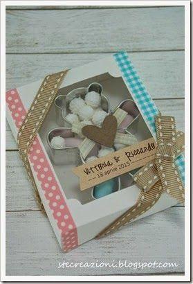 Bomboniera realizzata con taglia biscotti a forma di orsetto e scatolina fustellata e decorata