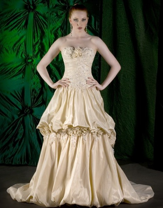 Elegant Gold Wedding Dresses: Wedding Dressses, Colors Dresses, Gold Weddings, Unique Wedding Dress, Red Hair, Ivory Wedding Dresses, Wedding Decor, Gold Gown, Gold Wedding Dresses