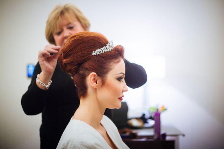 bride preparation // préparation de la jeune marié ; wedding // mariage ; wedding hair dressing // coiffure de mariage ; skiss ; red hair // cheveux roux ; red hair bride // jeune mariée rousse ; wedding diadem // diadem de mariage  http://www.skiss.fr/