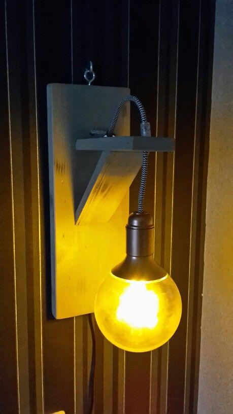 Steigerhouten lamp.