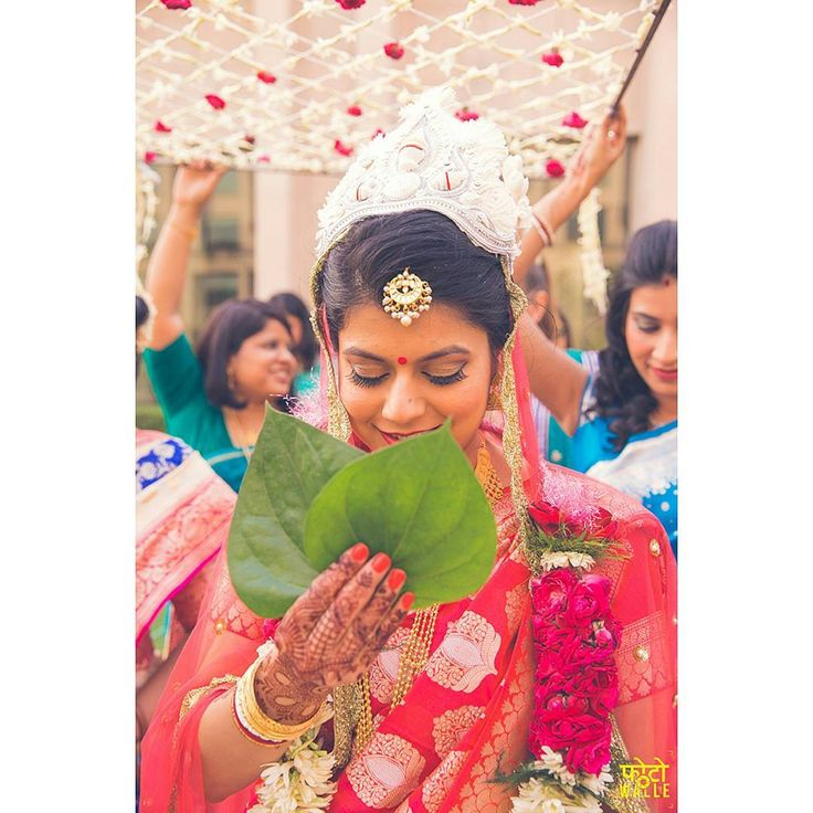 roses are evergreen for phoolo ki chaadar, this is what every bengali bride needs  #trending #trendsettingentry #glamorousentry #funfilledgroomentry #trendsetter #beautifulbride #entryinspirtion, #trending #trendsettingentry #glamorousentry #funfilledgroomentry #trendsetter #beautifulbride #entryinspiration #entryideas #weddingevent #weddingphotography #bestbridalentry