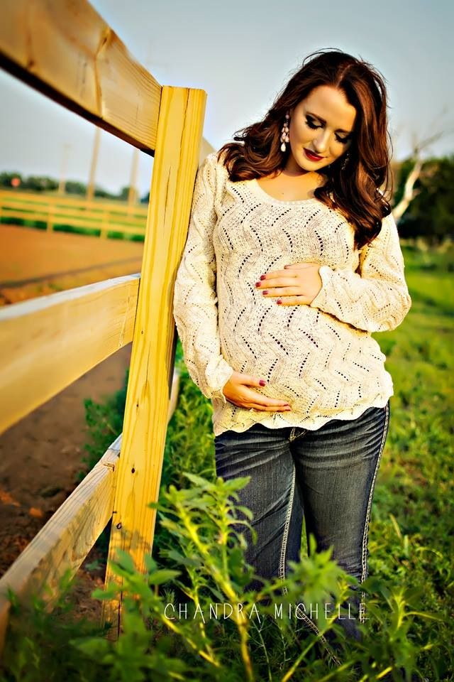 Maternity photo. Country maternity. Western maternity. Rustic