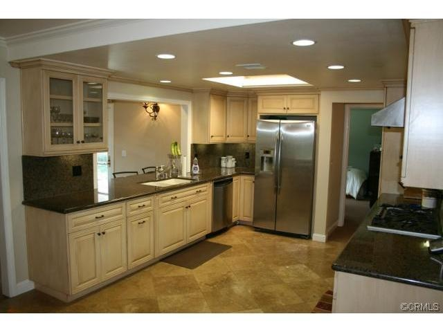I really love this open kitchen in Torrance, California, my current hometown.  I like the modern country look.  I don't love my kitchen so I would gladly trade!  Unfortunately, this is a bit out of my price range.