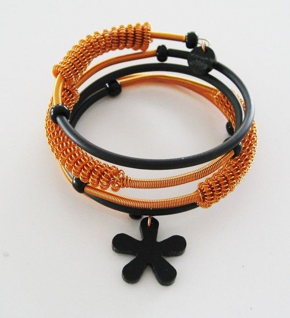 Armband i koppar och svart gummi med plexiglasberlock. Bracelet, copper, rubber, plexiglass