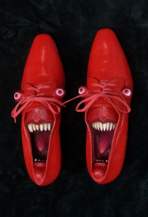 whatjanesaw: Гвен Мерфи превращает старые ботинки в произведение искусства