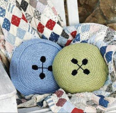 Crochet these button pillows! Free crochet pattern from Create and Decorate.