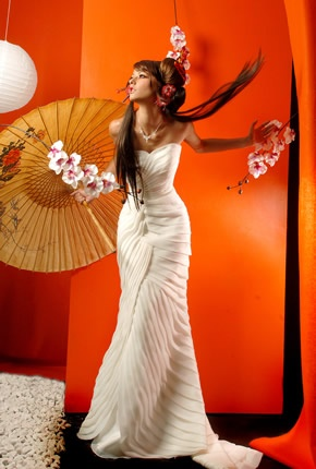 """esión de fotos bajo el tema """"A Japón en un suspiro""""   Fotografía: Cuitláhuac Correa  Vestido y accesorios:  Bride´n Formal  Maquillaje y peinado: Hugo Alejandro  Modelos: Virginia Robiola y Belén García, para Avenue Modelos"""