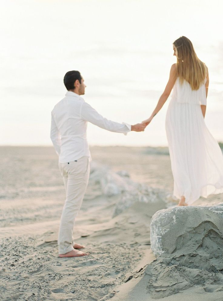 White Summer Engagement Session Outfit Idea – engagement outfit ideas