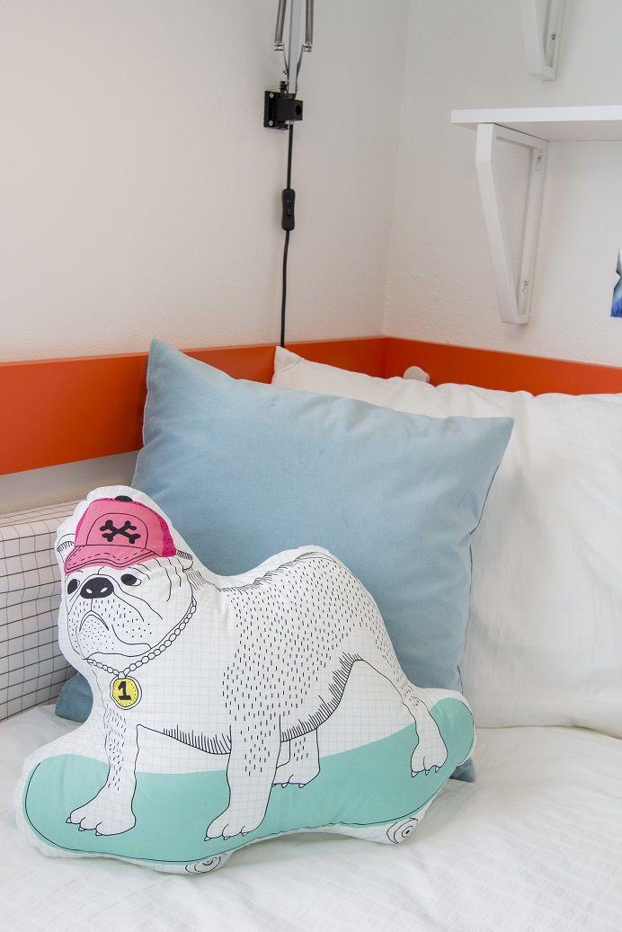THORINE hond kussen |  | #IKEA #LangLeveVerandering #IKEAnl #student #werkplek #slaapkamer #woonkamer #bureau #bed #bedbank