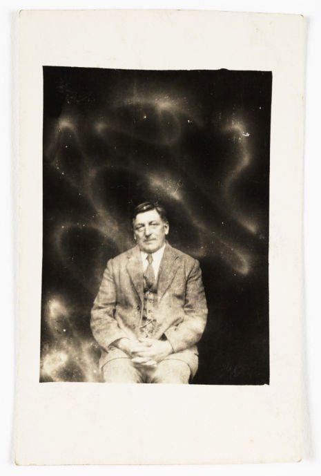 des fantômes dans des photos en 1905 par William Hope   des fantomes dans des photos par william hope 1905 1922 photographies d esprits 6