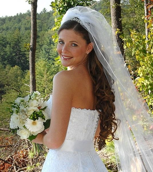 1000 Ideas About Wedding Hairstyles Veil On Pinterest: 1000+ Images About Wedding Veils On Pinterest