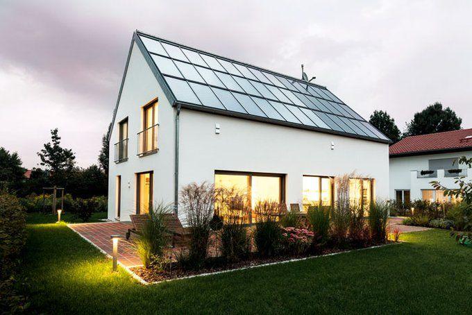 Die Indach-Lösung vereint elegant Photovoltaik und Solarthermie. Foto:Schlagmann Poroton