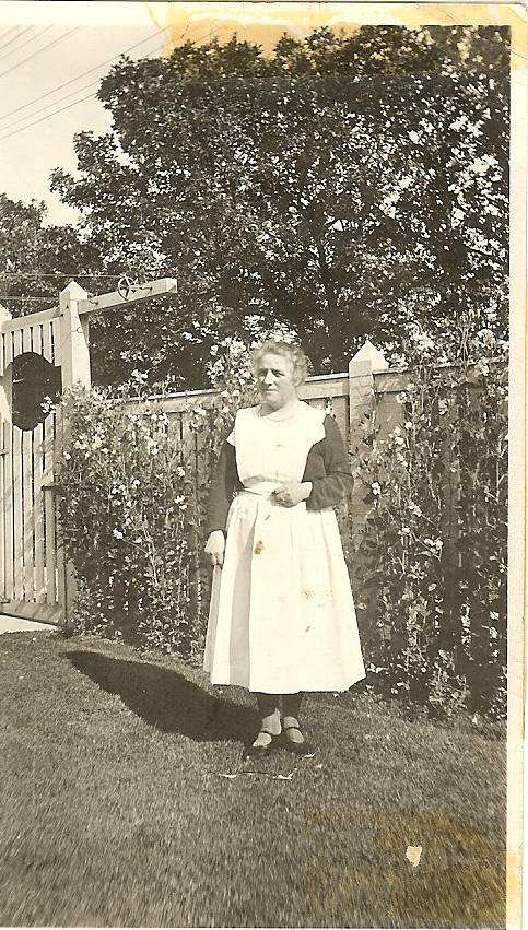 Edwardian House Keeper ~ i've always thought i would have loved to be a victorian housekeeper. so i hope the skirts were a little longer.