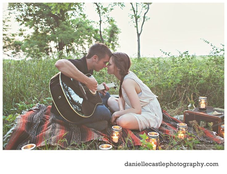 engagement photos, rustic engagement photos, woodsy engagement photos, engagement photos with a guitar