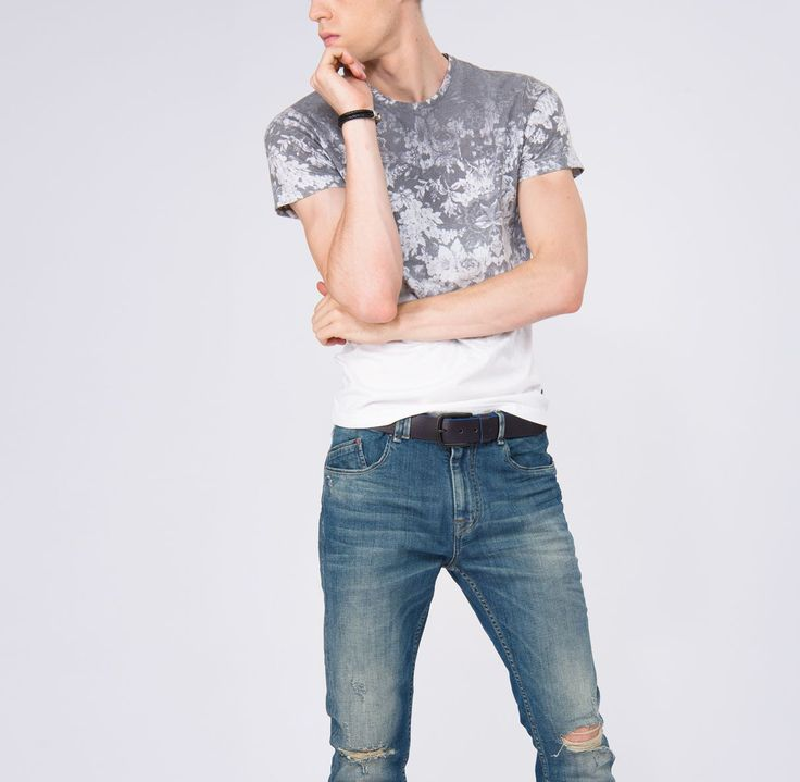 Looks | Prints and comfort are obligatory components of the summer image. Jeans slim fit - 4 599 ₽ T-shirt with print - 1 199 ₽ / sale #MFILIVE #look # SS17