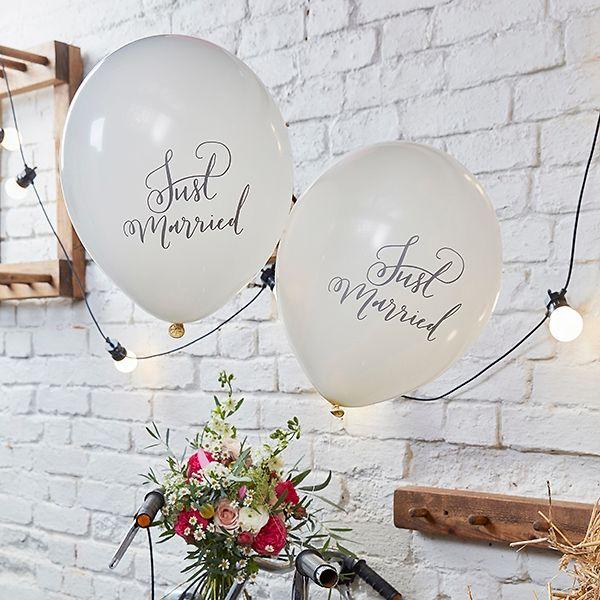 Luftballons zur Hochzeit in Creme mit Just Married Aufdruck.