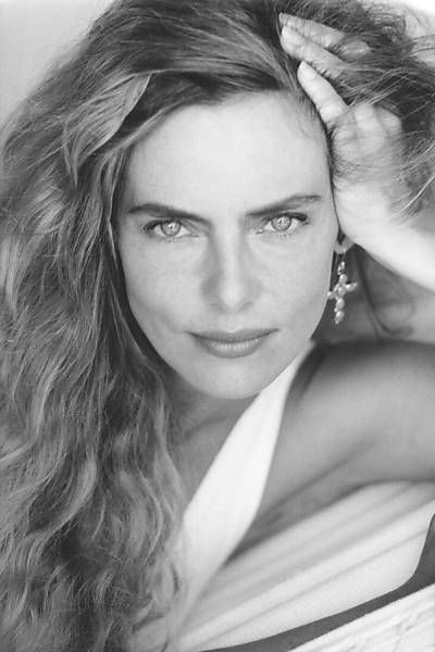 Bruna Lombardi posa para retrato de César Itiberê, em 1992