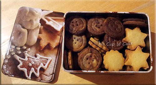 button cookies and chocolate-filled cookies