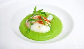Huevo con espuma de guisantes y albahaca. Gastronomia.es