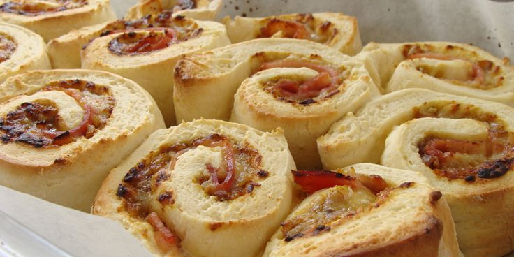 Cheesy Ham & Tamarind Pinwheel Scones. Seriously easy family lunch. http://jennyskitchen.co.nz/blog/cheesy-ham-tamarind-pinwheel-scones/