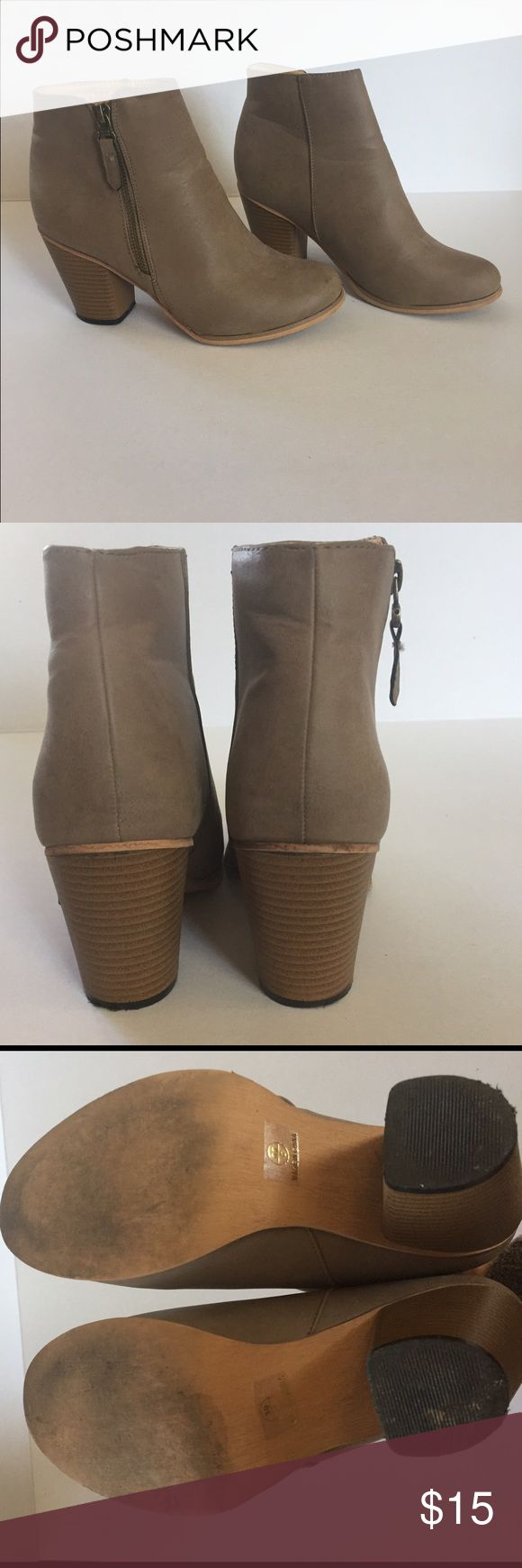 Neutral ankle boots Tan ankle boots with mild wear. Perfect to pair with cuffed jeans or dress! Neutral color goes well with everything. Shoes Ankle Boots & Booties