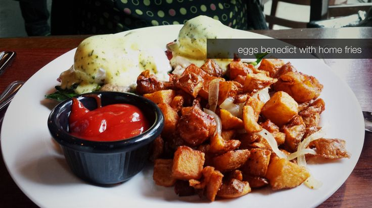 Brunch restaurant - Eggs Benedict with home fries