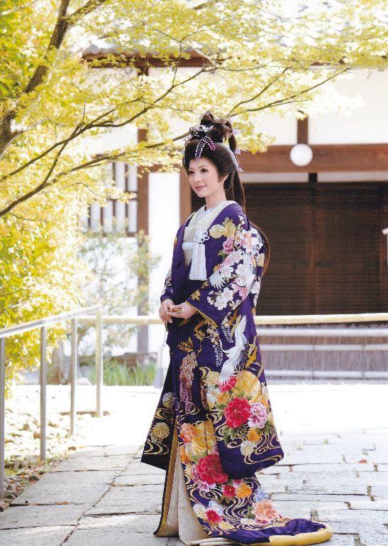 Uchiake Kimono 色打掛 / 毬に牡丹柄 紫 / 尾長(かつら)