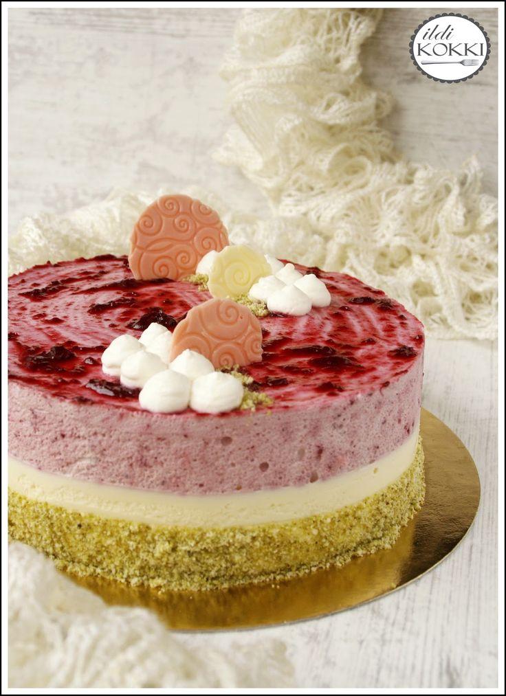 ildi KOKKI : Áfonyás- és fehér csokoládés mousse torta pisztáciás-mandulás piskótán
