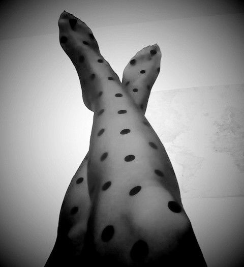 Be italian. Calzedonia dots tights.