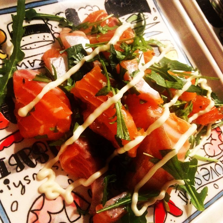 Zalm sashimi met rucola en citroenmayonaise