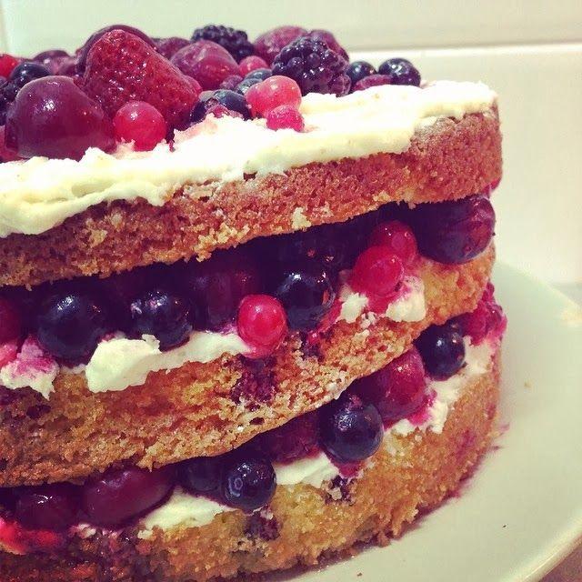 Victoria sponge cake con frutos rojos