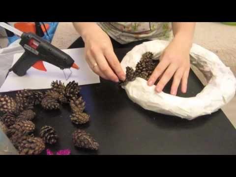 DIY Новогодний Рождественский венок своими руками. Как сделать венок из шишек. Основа для венка. - YouTube