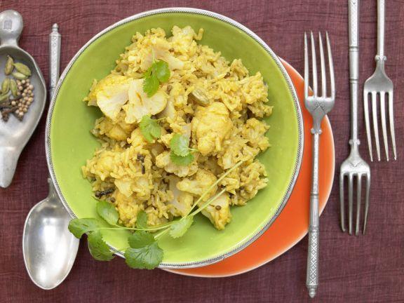 Blumenkohl-Reis-Pilaw mit Kokosmilch und Kardamom: Der Duft der indischen Gewürzküche steigt schon bei der Zubereitung des Pilaw in die Nase.