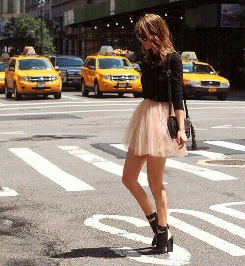 Street FashionStreet Fashion, Tutu Skirts, Tulle Skirts, Fashion Style, Street Style, Outfit, Black Heels, Ballerinas Skirts