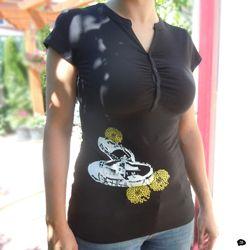 """Nuestro diseño de camiseta """"zapatillas"""" en nuestra tienda online. http://www.2brain.es/blog/producto/camiseta-zapatillas/"""