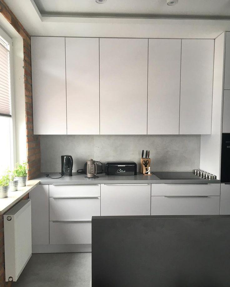 Mamy nadzieję że Święta Wielkanocne minęły Wam w radosnej ciepłej i rodzinnej atmosferze. Tym razem chcielibyśmy pokazać kuchnię w wersji ekonomicznej. Fronty z płyty meblowej też potrafią ładnie wyglądać mimo znacznie tańszych kosztów. Więcej zdjęć na : www.szafawawa.pl #kuchnia #kitchen #kitchenlove #kitchendecor #kitchendesign #kök #küche #køkken #cuisine #economics #remont #remontujemy #meble #furniture #dom #home #homesweethome #mieszkanie #decor #design #nofilter #white #instasize…