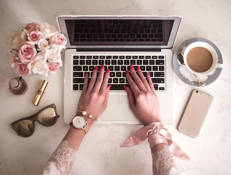 Desk situation @careesequon wearing Marc Bale Rose Gold Crystal Mesh watch and Pearl Orb Bangle from @thepeachbox