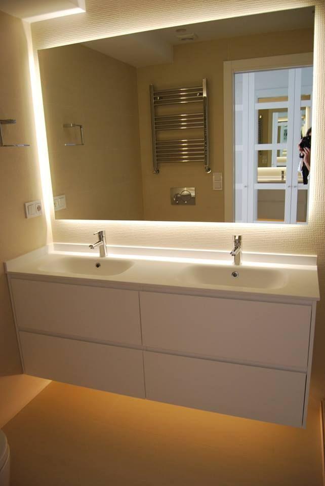 Proyecto de iluminación renovación piso en Zarauz - Taralux Iluminación. Espejo de baño retroiluminado con led.